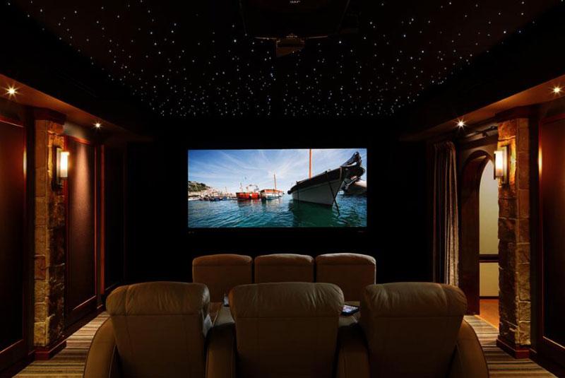 地下室家庭影院_如何打造一个高大上的地下室家庭影院?